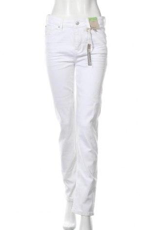 Дамски дънки Marks & Spencer, Размер M, Цвят Бял, 83% памук, 15% полиестер, 2% еластан, Цена 21,80лв.