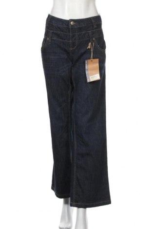 Дамски дънки Maxi Blue, Размер XL, Цвят Син, 74% памук, 24% полиестер, 2% еластан, Цена 27,20лв.
