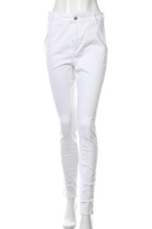 Дамски дънки ONLY, Размер L, Цвят Бял, 92% памук, 8% еластан, Цена 24,18лв.
