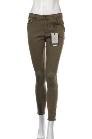 Дамски дънки Vero Moda, Размер M, Цвят Зелен, 70% памук, 24% вискоза, 4% полиестер, 2% еластан, Цена 51,75лв.