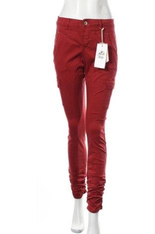 Дамски панталон Cream, Размер M, Цвят Червен, 98% памук, 2% еластан, Цена 17,54лв.