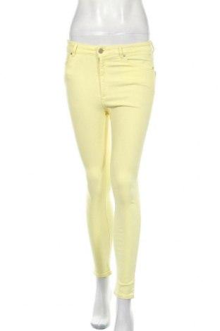 Дамски дънки Pull&Bear, Размер M, Цвят Жълт, 71% памук, 27% полиестер, 2% еластан, Цена 8,48лв.