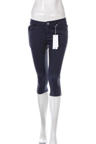 Дамски панталон Timezone, Размер S, Цвят Син, 98% памук, 2% еластан, Цена 59,25лв.