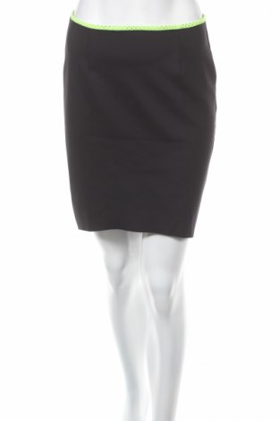 Пола H&M, Размер M, Цвят Черен, 93% полиестер, 7% еластан, Цена 4,60лв.