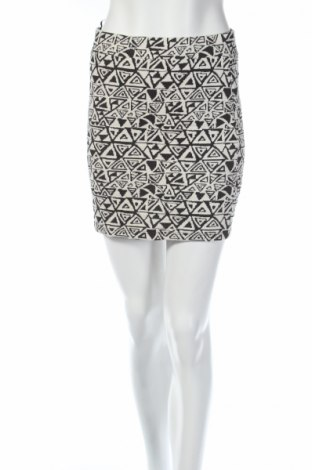 Пола Only, Размер M, Цвят Бял, 60% памук, 35% полиестер, 5% еластан, Цена 5,46лв.