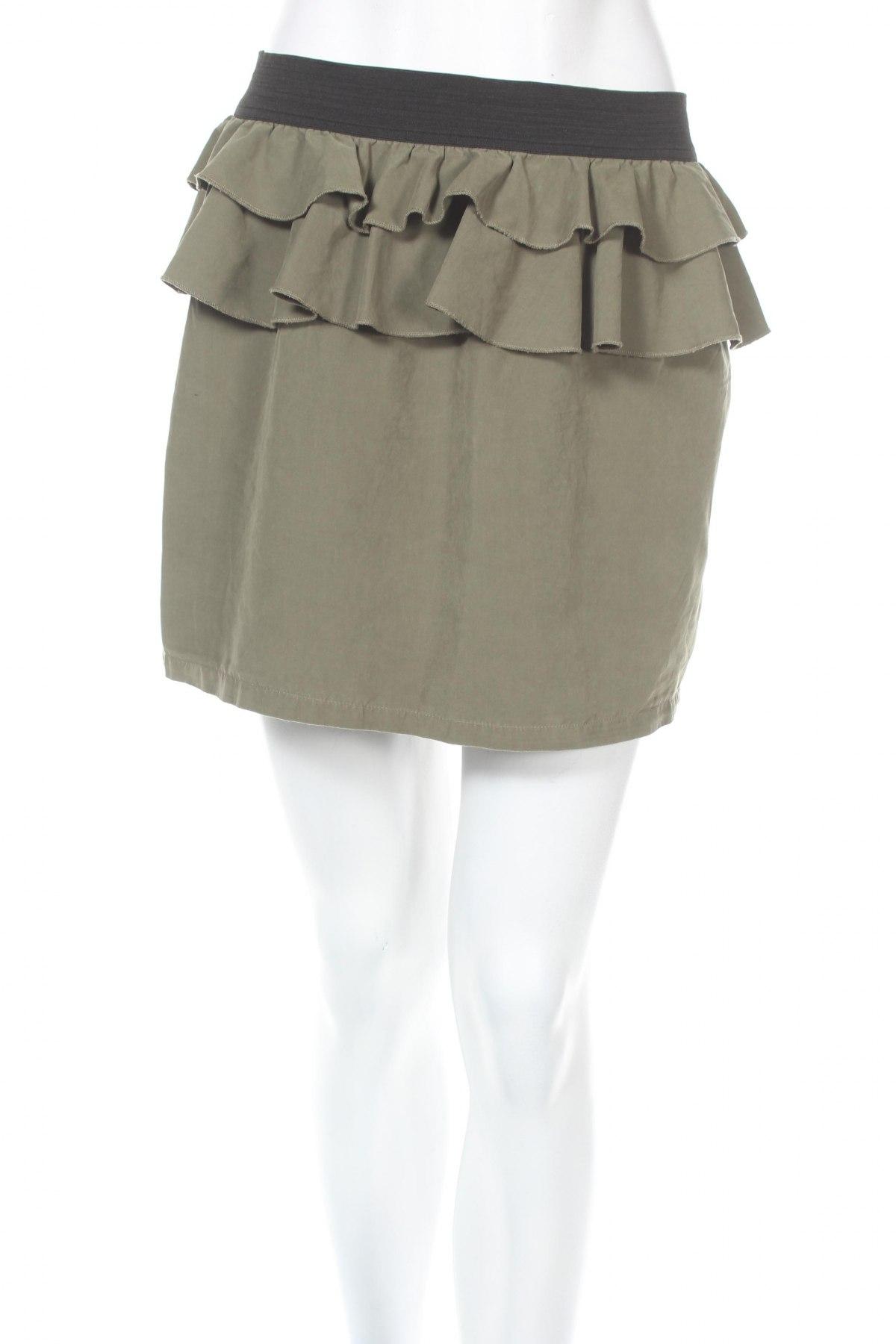 Пола Gina Tricot, Размер M, Цвят Зелен, 80% полиестер, 20% полиамид, Цена 4,25лв.