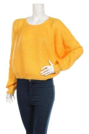Damski sweter Weekday, Rozmiar M, Kolor Żółty, 45% moher, 32% poliamid, 23%akryl, Cena 87,00zł