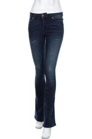 Дамски дънки Lois, Размер M, Цвят Син, 72% памук, 18% полиестер, 8% други тъкани, 2% полиуретан, Цена 43,66лв.