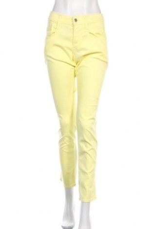 Дамски дънки Replay, Размер L, Цвят Жълт, 60% лиосел, 30% памук, 8% полиестер, 2% еластан, Цена 26,00лв.