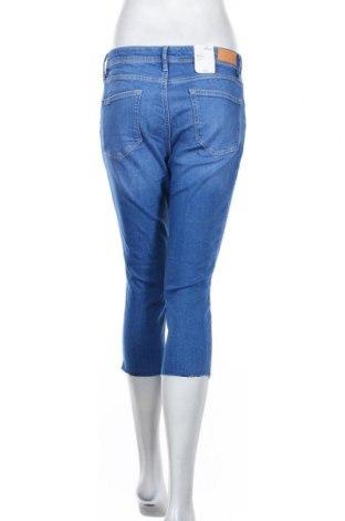 Дамски дънки S.Oliver, Размер S, Цвят Син, 99% памук, 1% еластан, Цена 23,70лв.