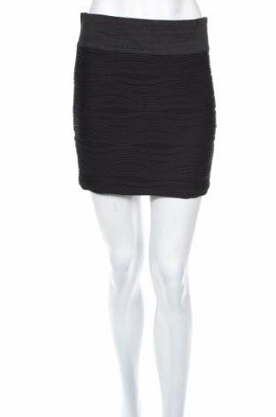 Пола Charlotte Russe, Размер M, Цвят Черен, 93% полиестер, 7% еластан, Цена 6,88лв.