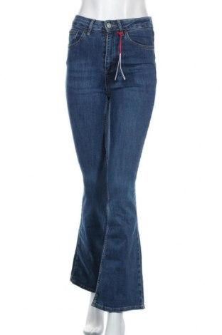 Дамски дънки BDG, Размер S, Цвят Син, 98% памук, 2% еластан, Цена 37,80лв.
