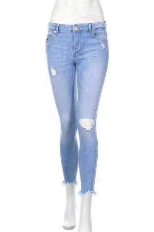 Дамски дънки Bershka, Размер M, Цвят Син, 99% памук, 1% еластан, Цена 24,99лв.