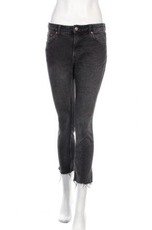 Дамски дънки Cheap Monday, Размер S, Цвят Сив, 99% памук, 1% еластан, Цена 23,25лв.