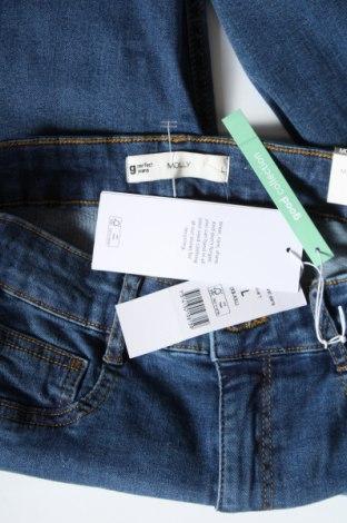 Дамски дънки Gina Tricot, Размер S, Цвят Син, 98% памук, 2% еластан, Цена 21,39лв.