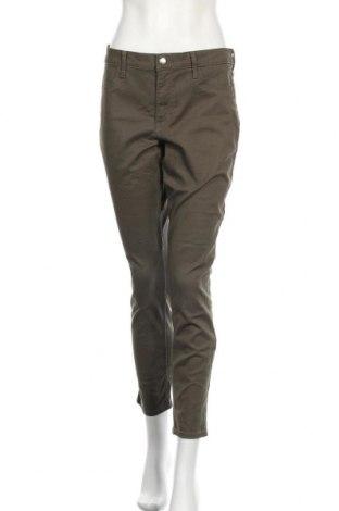 Дамски дънки H&M, Размер L, Цвят Зелен, 98% памук, 2% еластан, Цена 25,20лв.