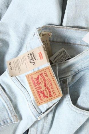 Дамски дънки Levi's, Размер L, Цвят Син, 85% памук, 14% полиестер, 1% еластан, Цена 126,75лв.