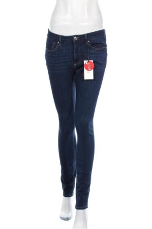 Дамски дънки S.Oliver, Размер M, Цвят Син, 47% памук, 37% лиосел, 13% полиестер, 3% еластан, Цена 84,00лв.