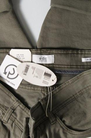 Мъжки къс панталон Edc By Esprit, Размер M, Цвят Зелен, 97% памук, 3% еластан, Цена 33,12лв.