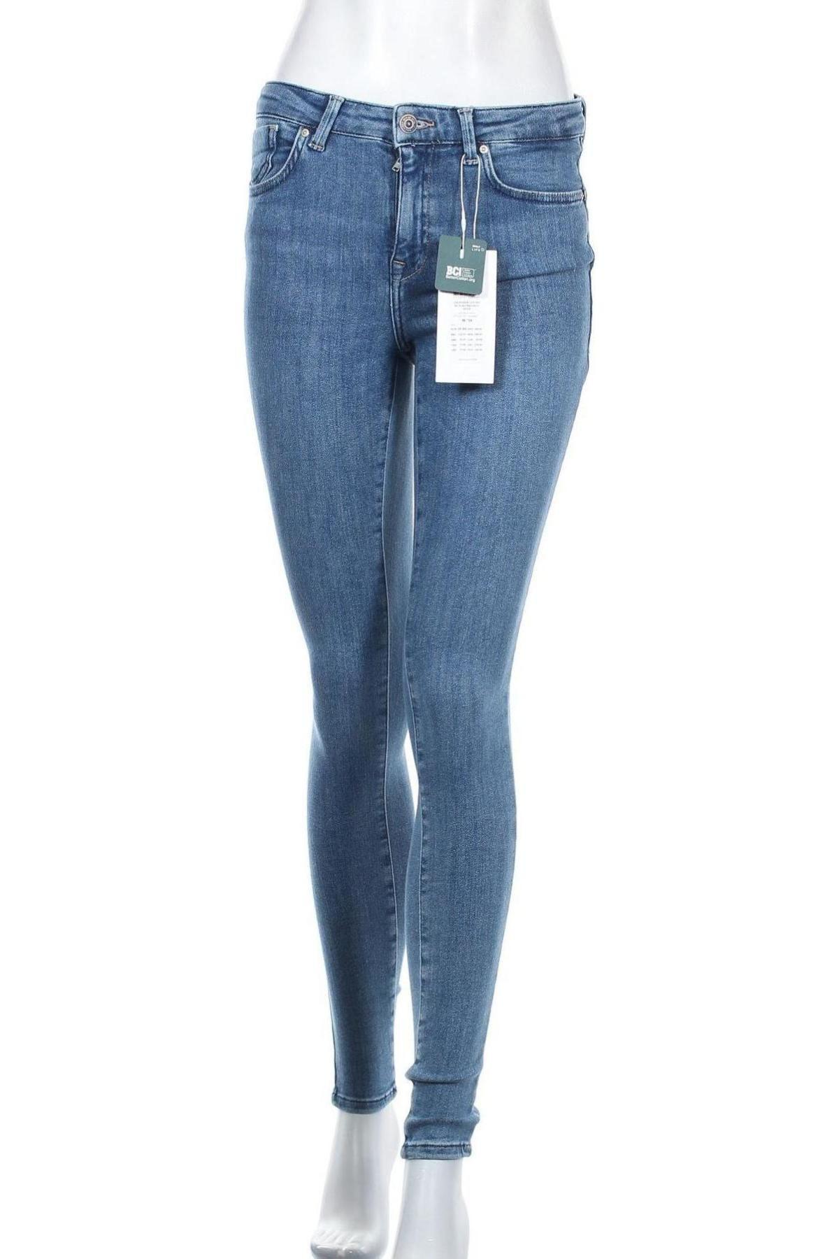Дамски дънки ONLY, Размер M, Цвят Син, 92% памук, 6% други тъкани, 2% еластан, Цена 25,37лв.