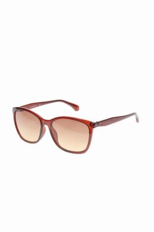 Слънчеви очила Calvin Klein Jeans, Цвят Кафяв, Цена 59,15лв.