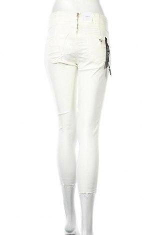 Дамски дънки Guess, Размер XS, Цвят Бял, 63% лиосел, 30% памук, 5% полиестер, 2% еластан, Цена 44,52лв.