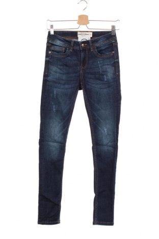 Дамски дънки Janina, Размер XS, Цвят Син, 70% памук, 28% полиестер, 2% еластан, Цена 26,46лв.