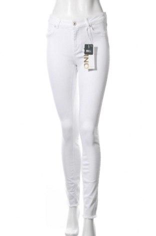 Дамски дънки ONLY, Размер M, Цвят Бял, 93% памук, 5% полиестер, 2% еластан, Цена 20,70лв.