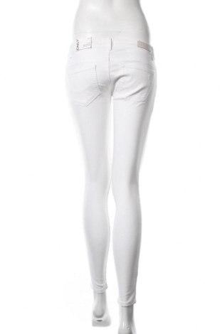 Дамски дънки ONLY, Размер M, Цвят Бял, 92% памук, 8% еластан, Цена 18,63лв.
