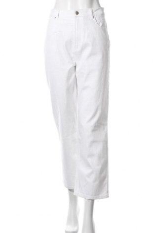 Дамски дънки ONLY, Размер L, Цвят Бял, 99% памук, 1% еластан, Цена 26,22лв.