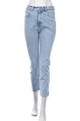 Дамски дънки Pull&Bear, Размер S, Цвят Син, 99% памук, 1% еластан, Цена 30,45лв.