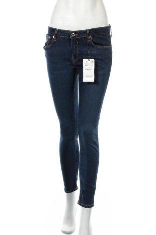 Дамски дънки Zara, Размер M, Цвят Син, 61% памук, 21% модал, 6% полиестер, 2% еластан, Цена 27,88лв.