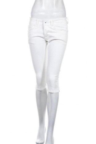 Pantaloni scurți de femei Pepe Jeans, Mărime M, Culoare Alb, 97% bumbac, 3% elastan, Preț 140,03 Lei