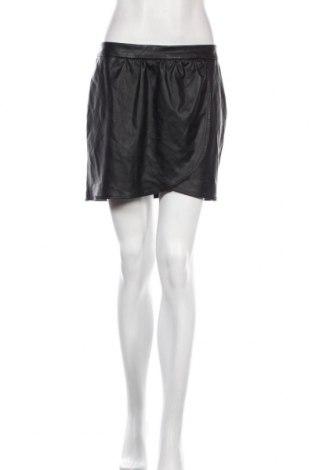 Кожена пола Cortefiel, Размер M, Цвят Черен, Еко кожа, Цена 17,16лв.