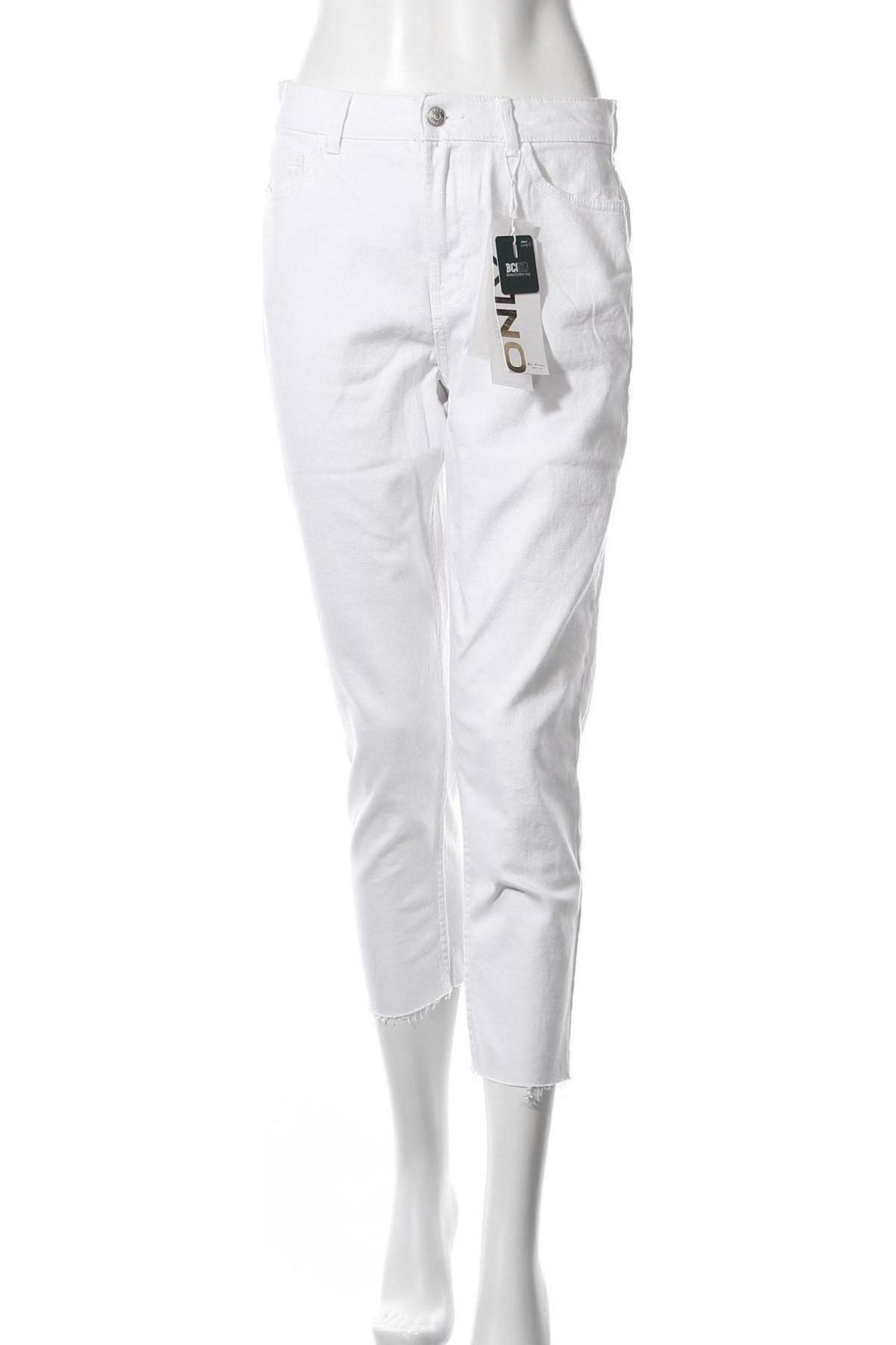 Дамски дънки ONLY, Размер M, Цвят Бял, 99% памук, 1% еластан, Цена 23,46лв.