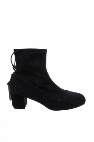 Γυναικεία μποτάκια Reserved, Μέγεθος 37, Χρώμα Μαύρο, Κλωστοϋφαντουργικά προϊόντα, Τιμή 22,40€