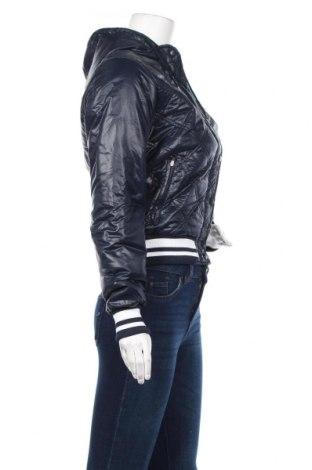 Дамско яке Nike, Размер S, Цвят Син, 100% полиамид, Цена 119,40лв.