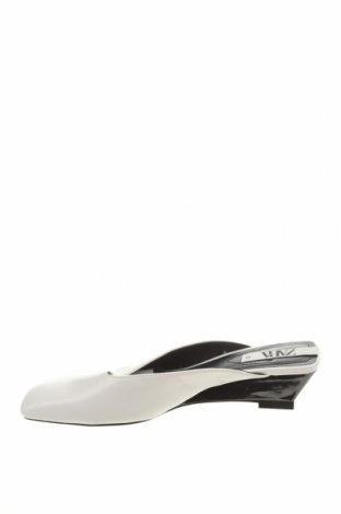 Чехли Zara, Размер 36, Цвят Бял, Еко кожа, Цена 31,50лв.