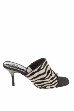 Pantofle Zara, Velikost 38, Barva Bílá, Pravá kožešina , Cena  968,00Kč