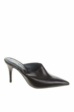 Чехли Zara, Размер 35, Цвят Черен, Естествена кожа, Цена 22,25лв.