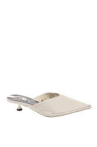 Чехли Zara, Размер 38, Цвят Бял, Еко кожа, Цена 44,25лв.