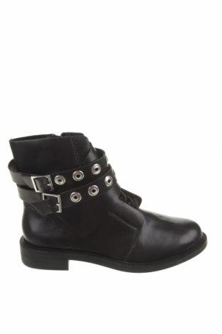Γυναικεία μποτάκια Pull&Bear, Μέγεθος 38, Χρώμα Μαύρο, Δερματίνη, Τιμή 13,52€