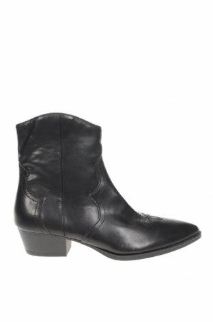 Дамски боти Pull&Bear, Размер 37, Цвят Черен, Еко кожа, Цена 19,75лв.