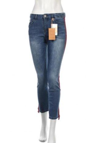 Дамски дънки Desigual, Размер S, Цвят Син, 74% памук, 24% полиестер, 2% еластан, Цена 71,52лв.