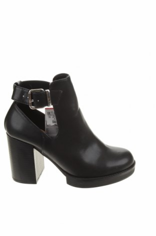 Dámské boty  Pull&Bear, Velikost 38, Barva Černá, Eko kůže, Cena  385,00Kč