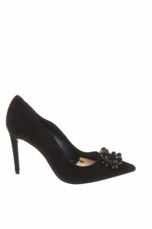 Дамски обувки Zara, Размер 37, Цвят Черен, Естествен велур, Цена 66,75лв.