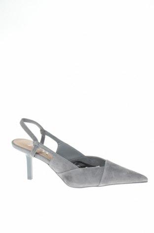 Дамски обувки Zara, Размер 37, Цвят Сив, Естествен велур, Цена 74,25лв.