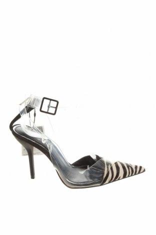 Дамски обувки Zara, Размер 37, Цвят Черен, Естествен косъм, полиуретан, Цена 23,50лв.