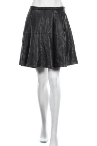 Кожена пола Cortefiel, Размер M, Цвят Черен, Еко кожа, Цена 22,05лв.