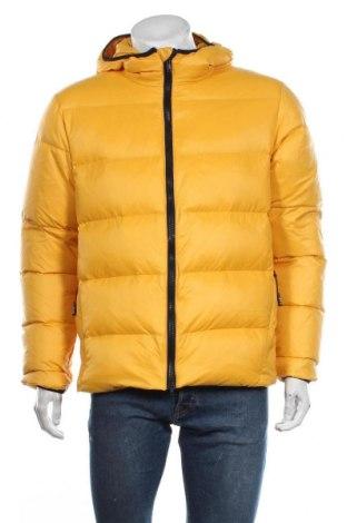 Мъжко яке Emporio Armani, Размер M, Цвят Жълт, Текстил, пух и пера, Цена 546,75лв.